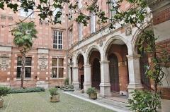 Hôtel Thomas ou Thomas de Montval - Français:   Galerie Renaissance dans la cour de l\'hôtel de Montval