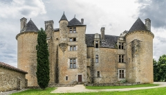 Domaine de Montal - English: Castle of Montal in Saint-Jean-Lespinasse, Lot, France       NOTE: This image is a panorama  consisting of 9 frames that were merged or stitched in Adobe Lightroom. As a result, this image necessarily underwent some form of digital manipulation. These manipulations may include blending, blurring, cloning, and color and perspective adjustments. As a result of these adjustments, the image content may be slightly different than reality at the points where multiple images were combined. This manipulation is often required due to lens, perspective, and parallax distortions.  Boarisch| Български| Dansk| Deutsch| Zazaki| Ελληνικά| English| Esperanto| Español| Eesti| Suomi| Français| Hrvatski| Magyar| Italiano| 日本語| 한국어| Македонски| മലയാളം| Nederlands| Polski| Português| Русский| Slovenščina| Svenska| Türkçe| 中文| Українська| +/−