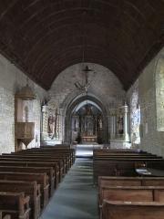 Eglise Saint-Médard - Français:   Dragey-Ronthon, Manche.  l\'église a été construite au XIe ou début XIIe siècle en schiste et en granit. Dans la nef,des assises d\'appareil en arête-de-poisson en schiste alternent avec des rangées de pierres disposées à l\'horizontale.
