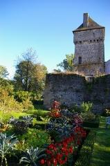 Seigneurie de la Grande Courbe -  Gloriette et jardins du château de la Courbe de Brée (Mayenne)