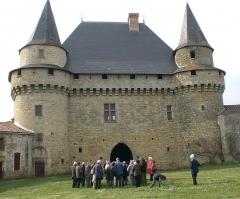 Château-Neuf -  Cour intérieure du Château de Sigournais (Vendée)