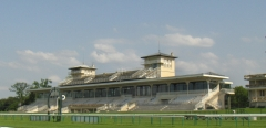 Hippodrome - English: Chantilly racecourse grandstand.