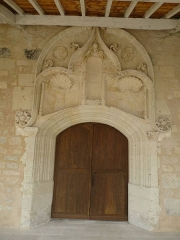 Eglise Saint-Pierre et Sainte-Radegonde - English: Bonnes church door, Charente, SW France