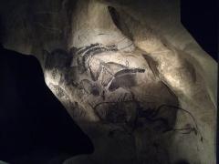 """Grotte ornée du paléolithique supérieur située au lieudit """"Combe d'Arc"""" dite grotte Chauvet - Español: Parque de la Prehistoria de Teverga, Asturias (España). Replica del panel de los caballos de Chauvet."""