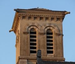 Usine de chaux - cimenterie Lafarge, chapelle Saint-Victor de la cité Blanche - Français:   au soleil levant la citée blanche devient dorée