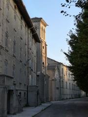 Usine de chaux - cimenterie Lafarge, chapelle Saint-Victor de la cité Blanche -  Usine de chaux, chapelle Saint-Victor de la cité Blanche (cité ouvrière aujourd'hui presque entièrement désaffectée située sur les communes du Teil et de Viviers (Ardèche) entre le Rhône, la carrière, et l'usine de ciments).