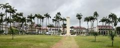 Place de l'Esplanade, dite place des Palmistes - English: Cayenne, French Guiana: place des palmistes, with the Félix Eboué-monument.