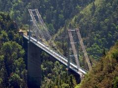Pont Gisclard et stèle commémorative -  Pont suspendu dit pont Gisclard dans les PO France   2005. Cevenol2