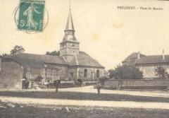 Eglise Saint-Martin -  Vrécourt (Vosges - France): l'église et la place du marché