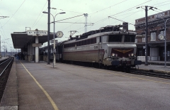 Gare -  CC 40104 makes its booked stop at Saint-Quentin (France) on 13 March 1989 whilst working train 283, 10:24 Paris Nord to Amsterdam CS.