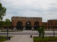 Gare - Français:   La gare de Saint-Quentin et son parvis