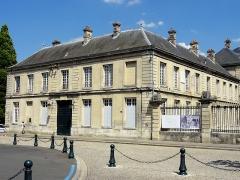 Hôtel de ville - Français:   Hôtel de ville de Soissons - façade ouest côté ville.