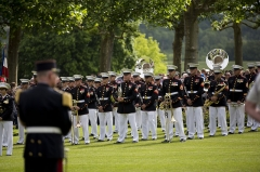 Mémorial Américain du Bois Belleau - English: U.S. Marines with the 1st Marine Division Band participate in an anniversary ceremony with the French Legionnaires on Aisne Marne American Cemetery in Belleau, France, on May 31, 2015. The ceremony was held to commemorate the Battle of Belleau Wood. (U.S. Marine Corps Photo by Sgt. Luis A. Vega/Released)
