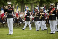 Mémorial Américain du Bois Belleau - English: U.S. Marine Corps Mollie Juberien, a piccolo player with the 1st Marine Division Band, plays a solo during an anniversary ceremony with the French Legionnaires on Aisne Marne American Cemetery in Belleau, France, on May 31, 2015. The ceremony was held to commemorate the Battle of Belleau Wood. (U.S. Marine Corps Photo by Sgt. Luis A. Vega/Released)