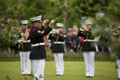 Mémorial Américain du Bois Belleau - English: U.S. Marine Corps GySgt. Tracy Martinez, a Enlisted Conductor with the 1st Marine Division Band, conducts the band during an anniversary ceremony with the French Legionnaires on Aisne Marne American Cemetery in Belleau, France, on May 31, 2015. The ceremony was held to commemorate the Battle of Belleau Wood. (U.S. Marine Corps Photo by Sgt. Luis A. Vega/Released)