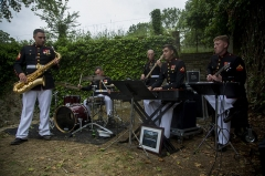 Mémorial Américain du Bois Belleau - English: U.S. Marines with the 1st Marine Division Combo Band perform after an anniversary ceremony with the French Legionnaires on Aisne Marne American Cemetery in Belleau, France, on May 31, 2015. The ceremony was held to commemorate the Battle of Belleau Wood. (U.S. Marine Corps Photo by Sgt. Luis A. Vega/Released)