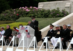 Mémorial Américain du Bois Belleau - English: Aisne-Marne American Cemetery and Memorial Superintendent David M. Atkinson, at lectern, addresses U.S. Marines, French service members and guests during a Memorial Day ceremony at the cemetery May 26, 2013, in Belleau, France. U.S. and French service members held the ceremony to celebrate Memorial Day and to mark the 95th anniversary of the World War I Battle of Belleau Wood.