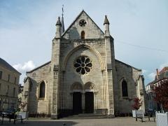 Eglise Saint-Saturnin - English: Saint-Saturnin church in Cusset from Radoult-de-Lafosse (or Radoult-de-La-Fosse) place, renovated in 2012.