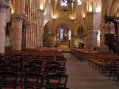 Eglise Saint-Saturnin -  Intérieur de l'église Saint Saturnin, à Cusset, place Victor Hugo.