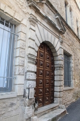 Hôtel - Français:   Hôtel, 3 rue Béranger, Forcalquier.