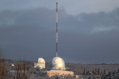 Observatoire de Haute-Provence - English: Photograph of l'Observatoire de Haute Provence showing the 195cm and the 152cm telescopes with a light dusting of snow. The ICOS mast behind them is used to measure greenhouse gasses at 10, 50 ad 100m above ground level.