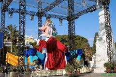 Monument du centenaire de la réunion à la France situé dans le jardin Albert Ier -  Un char de carnaval exposé à Nice.