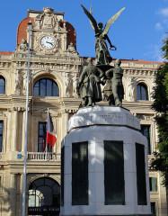 Monument aux morts de la guerre de 1914-1918 - Français:   Cannes - Monument aux morts - Ensemble, côté port