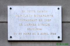 Palais Hongran -  Nice-Vieille Ville. Rue Saint-François de Paule. Dans l'immeuble, le général Bonaparte y séjourna quelques jours avant de partir pour l'Italie