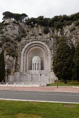 Monument aux morts de la guerre de 1914 - 1918 - Français:   monument aux morts de Rauba-Capeù, à Nice, sur la route du bord de mer, a été réalisé en 1927 par Roger Séassal