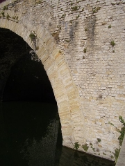 Pont romain - English: Stones of the roman bridge on the river Ouvèze at Le Pouzin