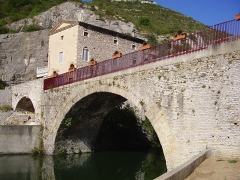 Pont romain - English: Roman bridge on the river Ouvèze at Le Pouzin from its foot