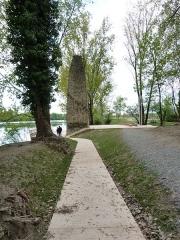 Bac à traille - Français:   les nouveaux aménagements des berges du rhône accessibles par tous pour redécouvrir l\'ancien bac à traille (monument historique) et le fleuve.