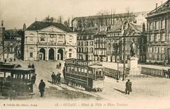 Ancien Hôtel de ville - Français:   Carte postale ancienne éditée par A. Suzaine fils, éditeur à Sedan  SEDAN - Hôtel de Ville et Place Turenne. Vue en gros plan d\'une motrice électrique du Tramway de Sedan