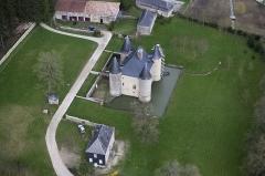 Château de Landreville - English: South view of Landreville Castle and his two Pavillons.