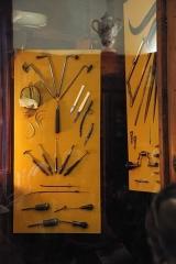 Ancien Hôtel Dieu, actuellement résidence Hector d'Ossun - Français:   Collection d\'instruments chirurgicaux, classée M.H..