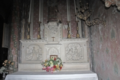 Canal du Midi - English:  White stone communion table in the chapel of St. Anne (XIX s °)