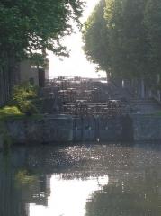 Canal du Midi - Deutsch: Schleusentreppe mit 4 Toren (3 Becken) bei Castelnaudary am Canal du Midi.