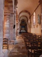 Eglise paroissiale Saint-Blaise -  Ce bas-côté de l'église Saint-Blaise  se termine par une absidiole dans laquelle se trouve le retable d'une mise au tombeau.