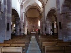 Eglise paroissiale Saint-Blaise -  la nef centrale de l'église Saint-Blaise de Clairvaux-d'Aveyron se termine par un choeur voûté en cul-de-four.