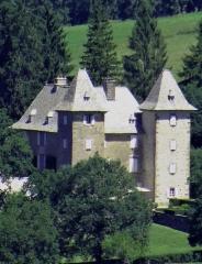 Site archéologique du dolmen 3 de Saint-Martin-du-Larzac - Mur-de-Barrez - Château de Venzac - Le château vu depuis le terre-plein du château de Mur-de-Barrez