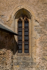 Eglise Saint-Amans de Cadayrac - English: Window of Saint-Amans Church of Cadayrac, Salles-la-Source, Aveyron, France