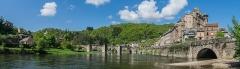 Pont dit d'Estaing (également sur commune de Sébrazac) - English: View of the castle of Estaing, Aveyron, France