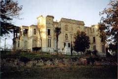 Château de La Buzine -  Le château de la Buzine, vu du parc, été 2005