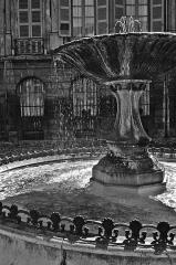Immeubles formant la place d'Albertas - Deutsch: Die Fontaine d'Albertas in Aix-en-Provence, Place d'Albertas