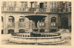 Immeubles formant la place d'Albertas - Français:   Aix-en-Provence (Bouches-du-Rhône, France)