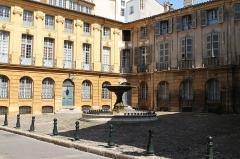 Immeubles formant la place d'Albertas - Français:   Place d\'Albertas, Aix-en-Provence (France)