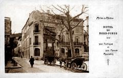 Monument à Frédéric Mistral - Français:   Hôtel du Nord Pinus à Arles
