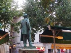 Monument à Frédéric Mistral - Français:   Arles, Place du Forum, Monument à Frédéric Mistral.