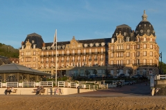 Ancien Grand Hôtel - English: The Grand Hôtel d'Houlgate seen from te beach not long before sunset.