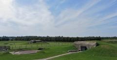 Batterie d'artillerie de Merville - Deutsch: Überblick über das Gelände des Museums der Batterie von Merville
